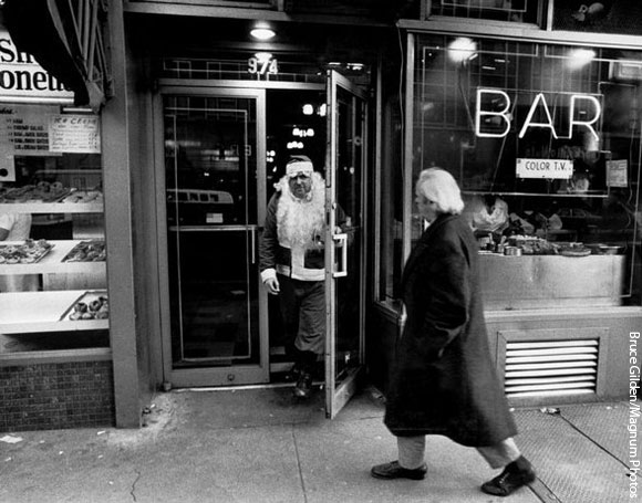 santa-leaving-bar